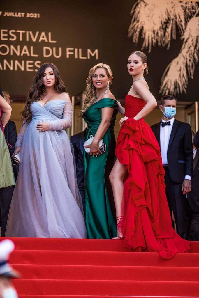 Эльвира Гаврилова и Настя Бондарчук на красной дорожке Каннского кинофестиваля 2021